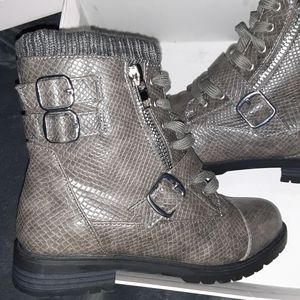 Bradyn Buckled Boots by JustFab Size 8